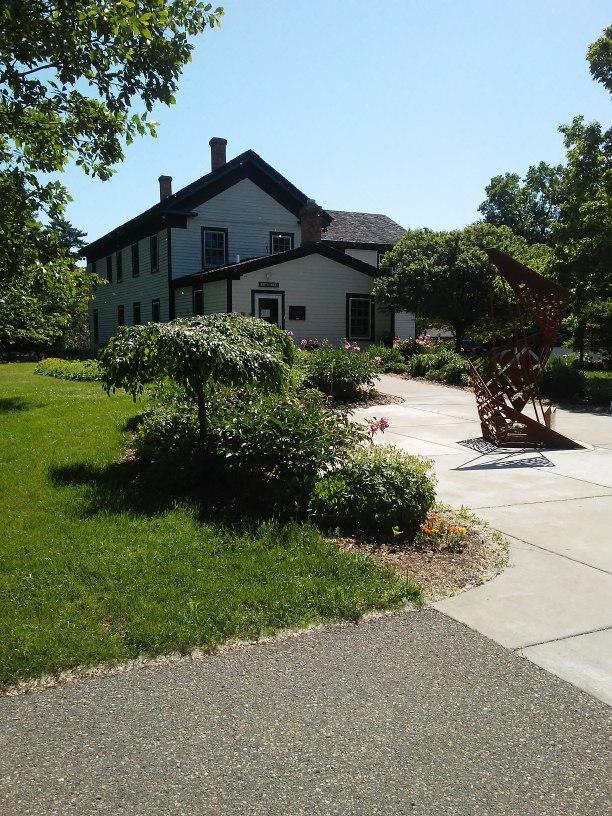 white house, sidewalk, garden, sculpture